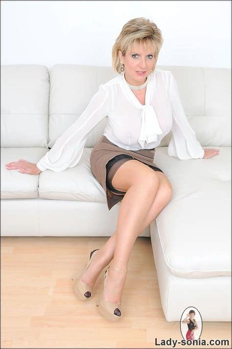 Angela bassett debuts in sex scene with lady gaga on jpg 684x1028